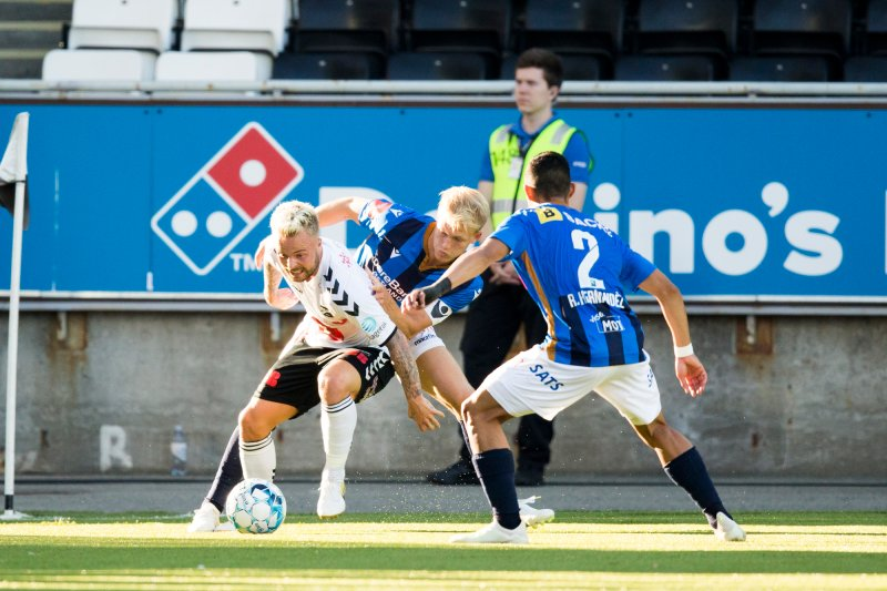 Odd - Stabæk. Odds Sander Svendsen (t.v) i eliteseriekampen i fotball mellom Odd og Stabæk på Skagerak Arena. Foto: Trond Reidar Teigen / NTB scanpix
