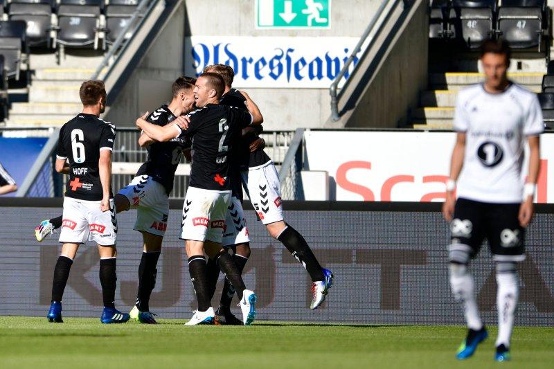 Odd-jubel etter at Birk Risa ga gjestene ledelsen 1-0 tidlig i første omgang av kampen i 4. runde NM fotball mellom Rosenborg og Odd på Lerkendal Stadion.Foto: Ole Martin Wold / NTB scanpix