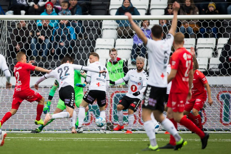 Odd - Brann. Torgeir Børven scorer for Odd i eliteseriekampen i fotball mellom Odd og Brann på Skagerak Arena.Foto: Trond Reidar Teigen / NTB scanpix