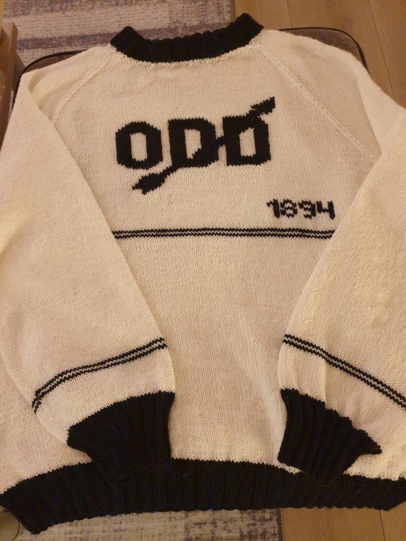 """Vinneren i kategorien """"genser"""" strikket av Tone Haugen."""