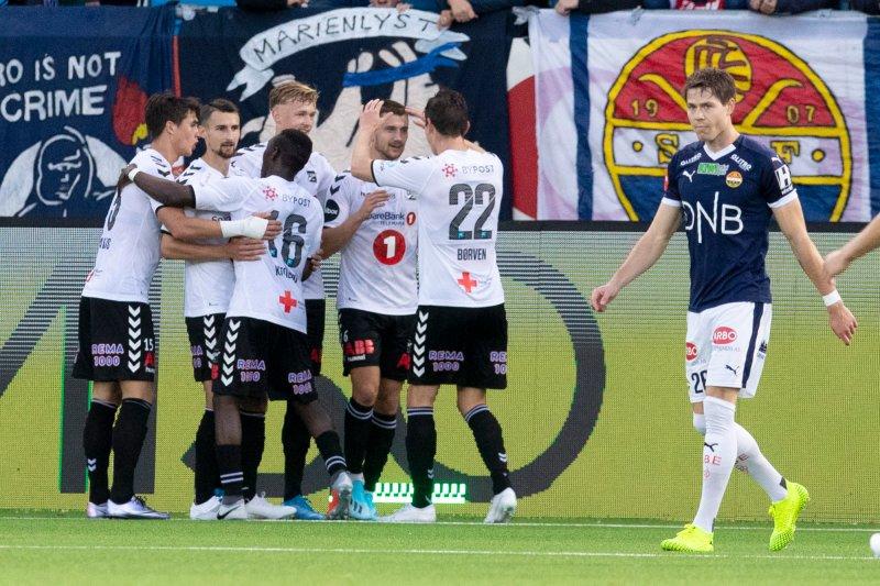 Odds Vebjørn Hoff scorer under eliteseriekampen i fotball mellom Strømsgodset og Odd på Marienlyst stadion søndag.Foto: Fredrik Hagen / NTB scanpix