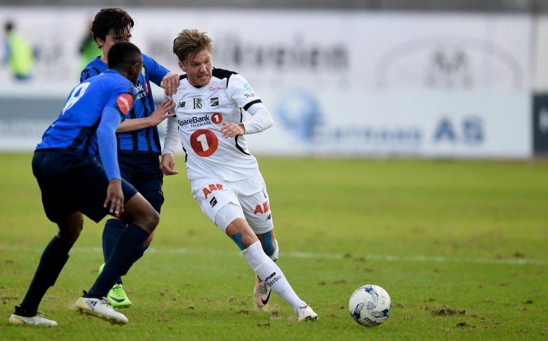 Martin Broberg i kamp mot to Stabækspillere Foto: Digitalsport
