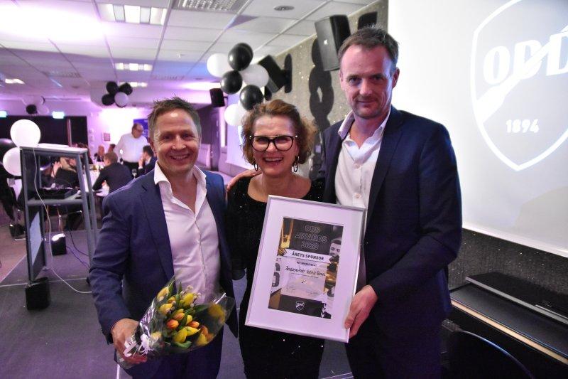 Kjersti Stordalen delte ut prisen til årets sponsor.