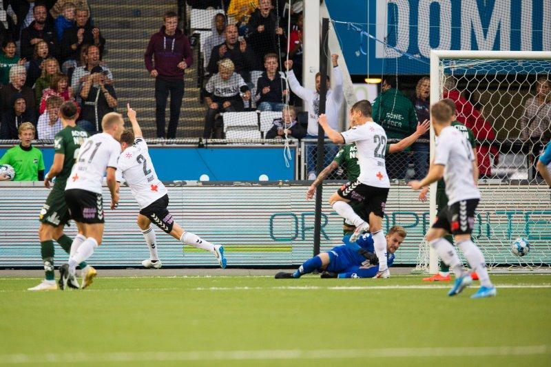 Espen Ruud scorer for Odd i eliteseriekampen i fotball mellom Odd og Bodø/Glimt på Skagerak Arena.Foto: Teigen, Trond Reidar / NTB scanpix