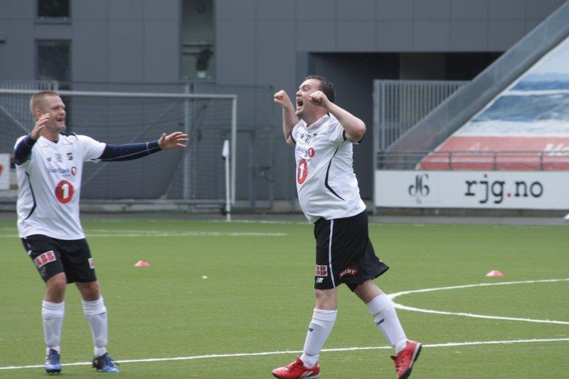 Så glad blir en spiller som akkurat har scoret målet som gir Odd seier og tre poeng Foto: Per Kristian Torvik