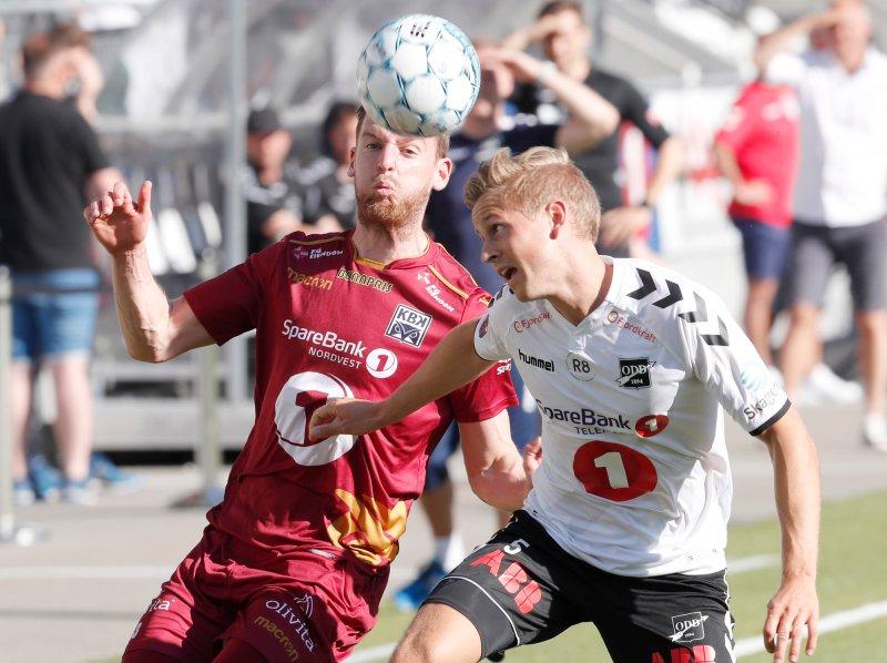 .Kristiansunds Bendik Bye mot Odds Thomas Grøgaard. Foto: Terje Bendiksby / NTB scanpix