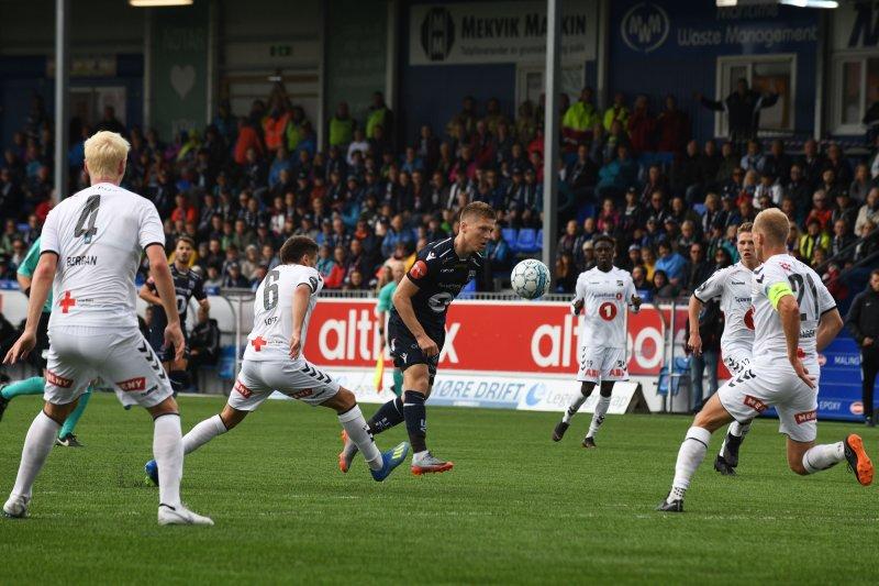 KBKs Torgil Gjertsen i duell mot Odd uten å lykkes under eliteseriekampen mellom Kristiansund og Odd på Kristiansund stadion.Foto: Anders Tøsse / NTB scanpix