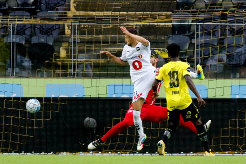 Elbasan Rashani scorer 0-1 under eliteseriekampen i fotball mellom Start og Odd på Sør Arena.Foto: Tor Erik Schrøder / NTB scanpix