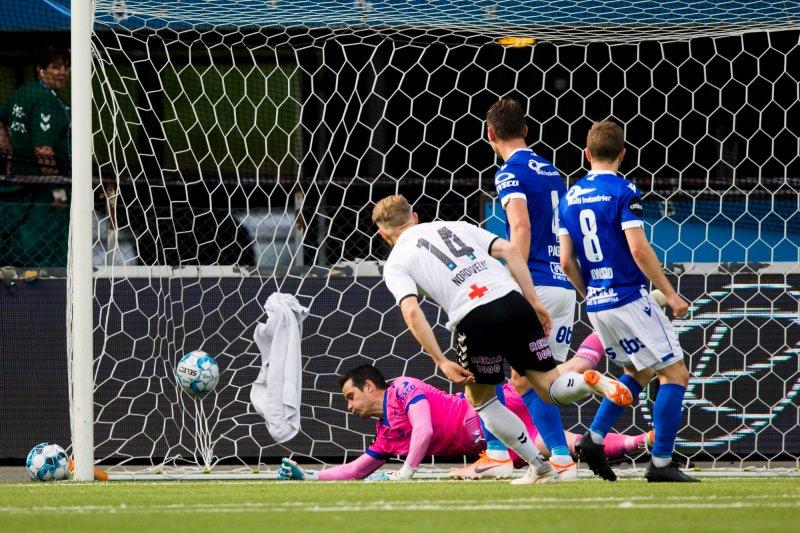 Fredrik Nordkvelle scorer for Odd i eliteseriekampen i fotball mellom Odd og Haugesund på Skagerak Arena. Foto: Trond Reidar Teigen / NTB scanpix