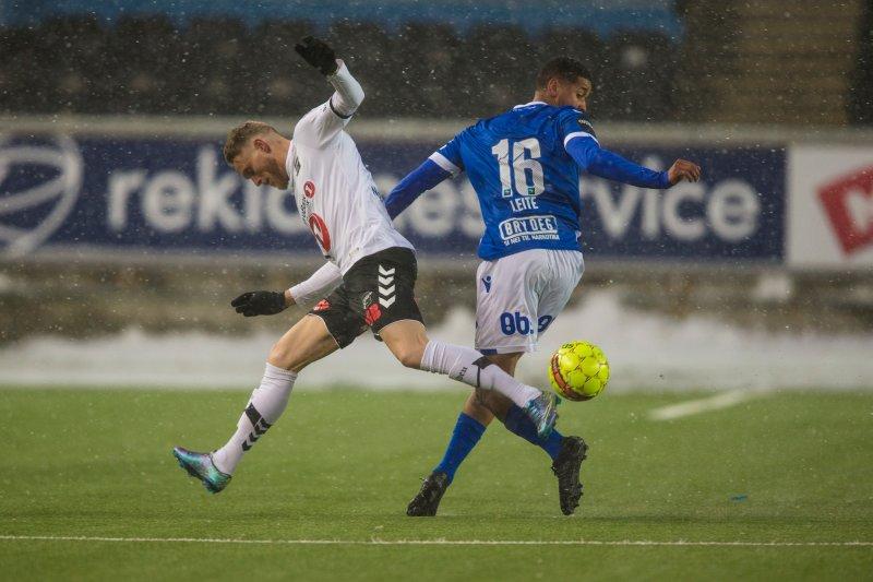 Odds Fredrik Nordkvelle og Haugesunds Bruno Leite Foto: Trond Reidar Teigen / NTB scanpix